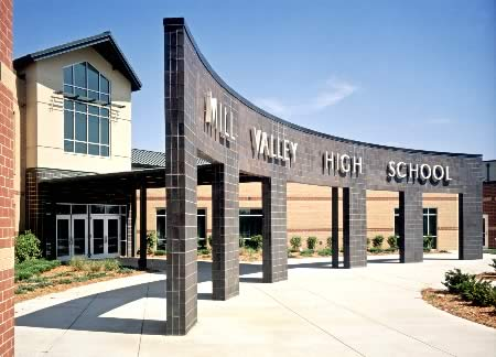 Image of front entrance of Mill Valley High School