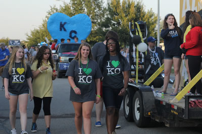 Photo of students walking in Mill Valley Homecoming Parade in 2017. Photo courtesy of MVNews.org